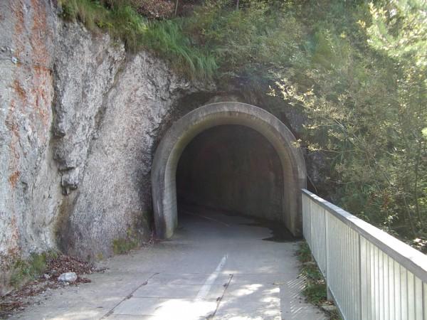 Radweg-Tunnel am Sylvenstein-Stausee