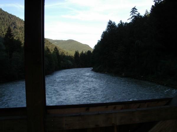 Blick von einer Radweg-Brücke im Pustertal