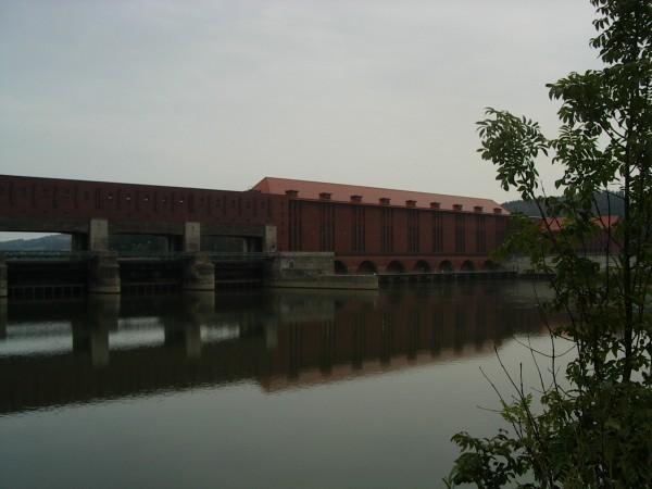 Kraftwerk an der Donau