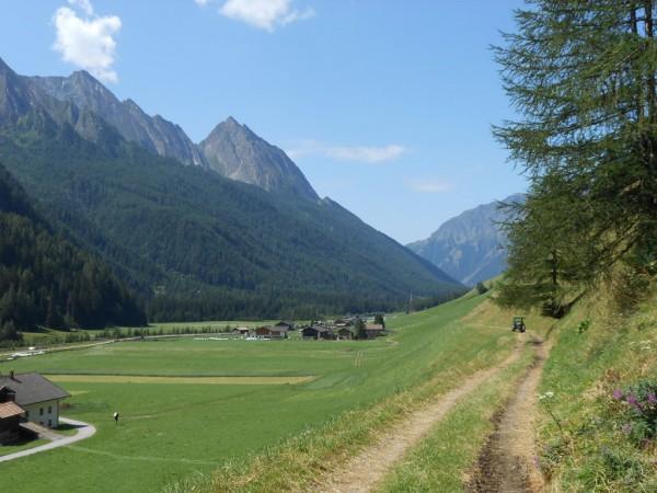 Feldweg bei Stein im Pfitscher Tal