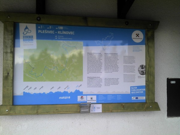 Stoneman-Tafel auf dem Pleßberg (Plesivec)